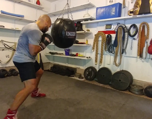 Heavy bag training - Ross Enamait